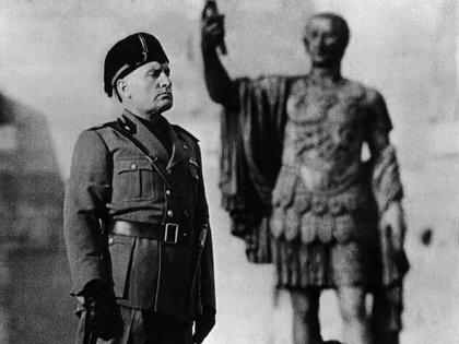 """Mussolini """" IL DUCE"""""""