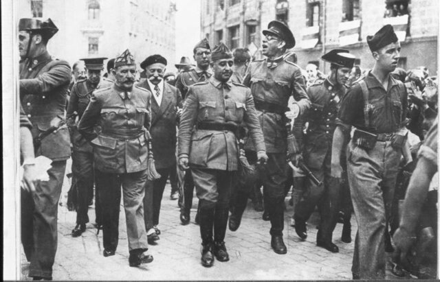 Tropes de Franco entren a la península