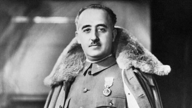 Llegada de Franco en Tetuán y declaración del estado de guerra a Pamplona por Mola.