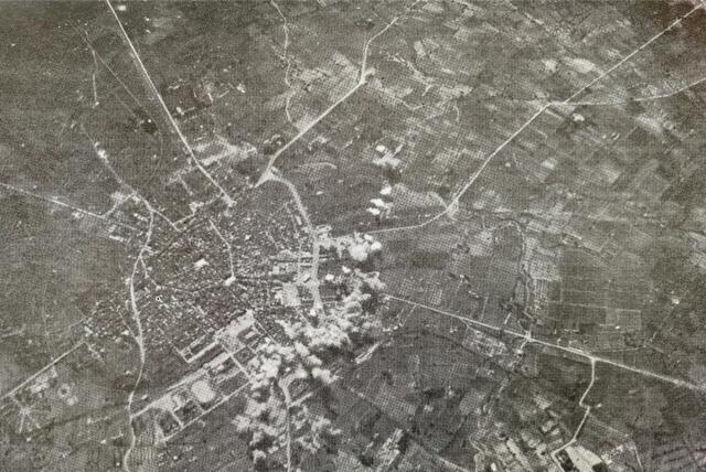 R: Bombardeig a les case de la ciutat