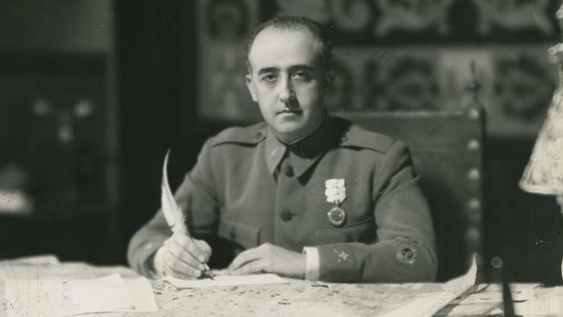 La màxima autoritat polítca, Francisco Franco.