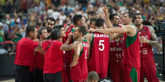 El equipo de Baloncesto 12 guerreros luchan por los juegos Olímpicos de Río