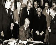 Estados Unidos emprende el Programa de Recuperación Europea, conocido como Plan Marshall.