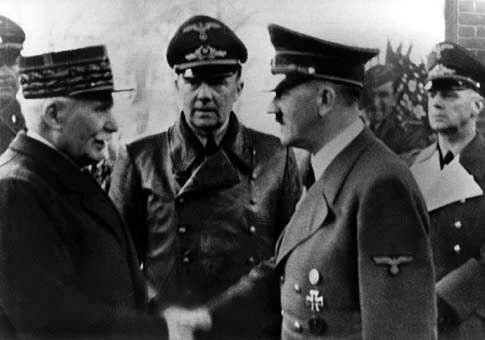 Poignée de main entre Pétain et Hitler