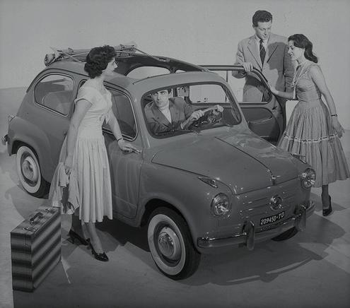 Viene presentata a Ginevra la FIAT 600, simbolo del miracolo italiano