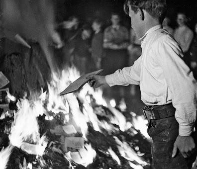 Bruciati gli archivi del PNF sotto richiesta di Ciano