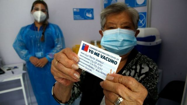 Chile begins vaccinating the whole world against COVID-19