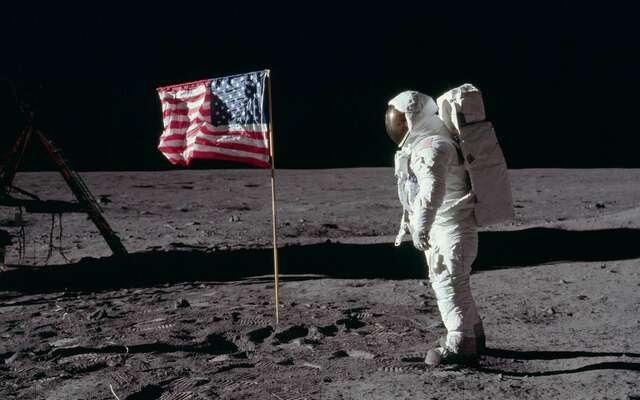 Apollo 11 sur la lune