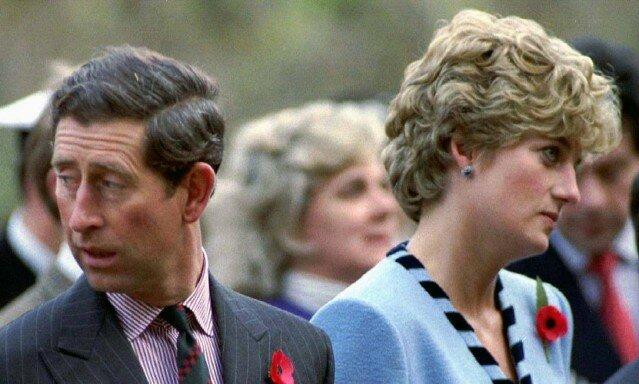 Diana divulga ao público as traições do príncipe Charles e seu sofrimento
