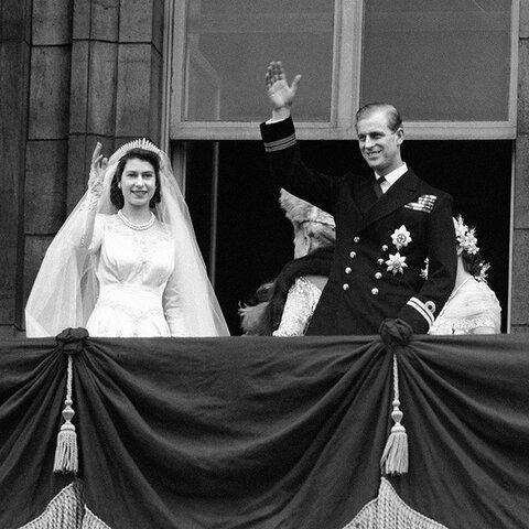 Elizabeth II casa-se com Philip Mountbatten