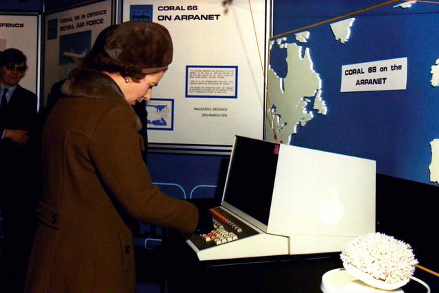 Primeiro contato de um membro da família real com um computador da fa