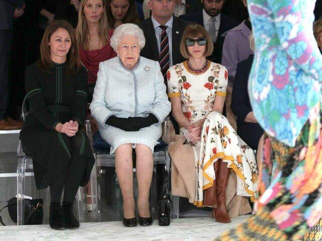 Primeiro desfile de moda em que um integrante da família real comparece