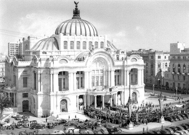 Comezó a funcionar el Instituto Nacional de Bellas Artes