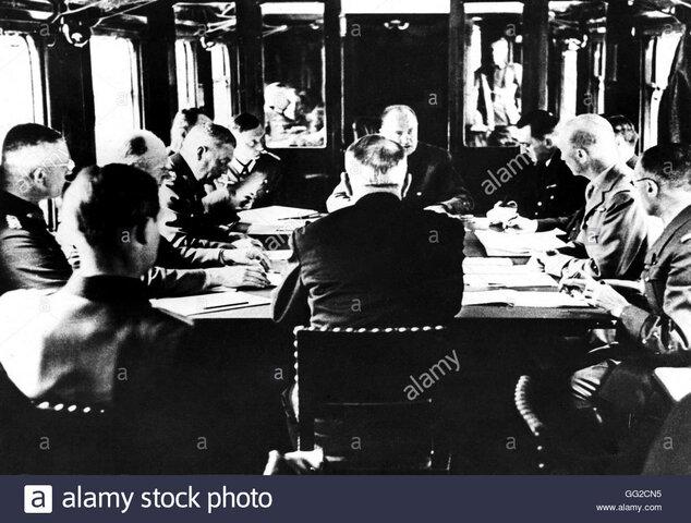 La Francia firma l'armistizio con cui cede alla Germania la parte settentrionale del paese