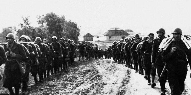 Germania e Italia sono costrette dall'URSS ad una caotica ritirata