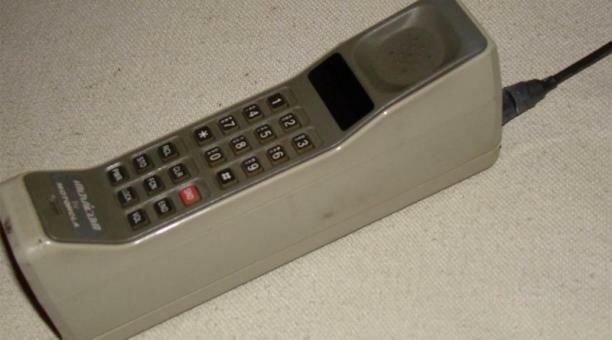 Primer teléfono celular movil