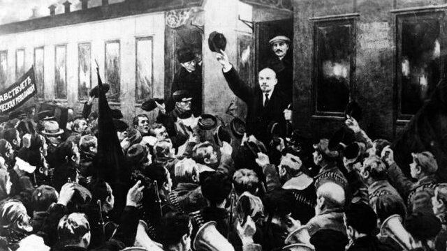 Lenin regresa del exilio