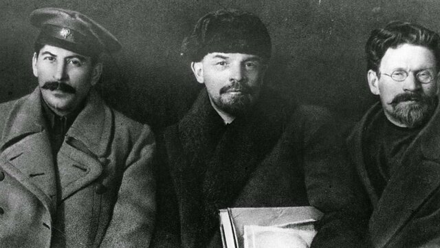 Expulsión de Trotsky y llegada de Stalin al poder