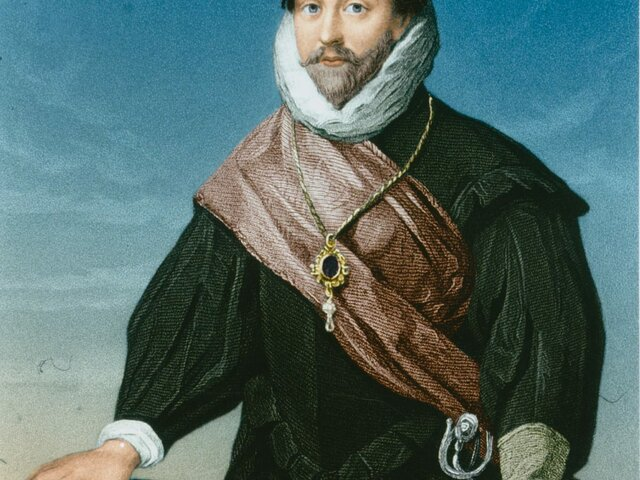 Francis Drake is the first Englishman to circumnavigates the globe!