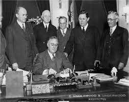 Congress passes the Federal Reserve Act.