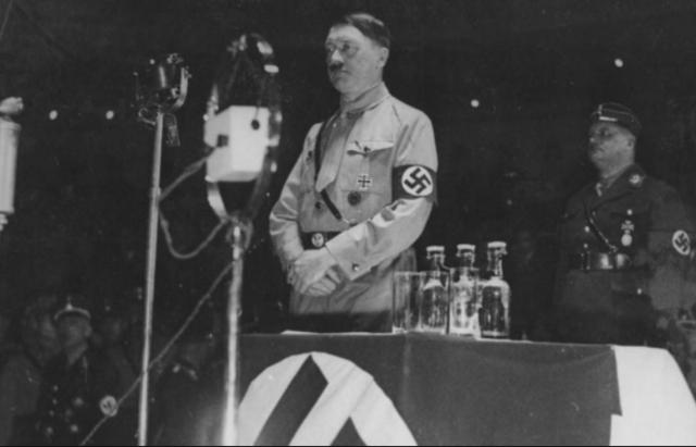 Adolf Hitler és nomenat Canceller d'Alemanya