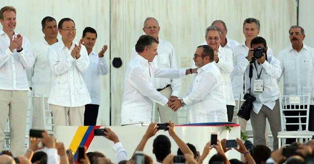 En Cartagena Colombia se realiza la firma de la paz con las FARC.