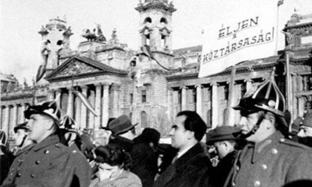 A II.köztársaság kikiáltása ( 1946. február 1. - 1946. évi I. törvény, Magyarország államformájáról)