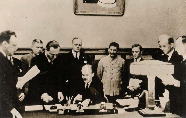 LA ONU REVOCA EL OSTRACISMO ESPAÑOL DE 1946