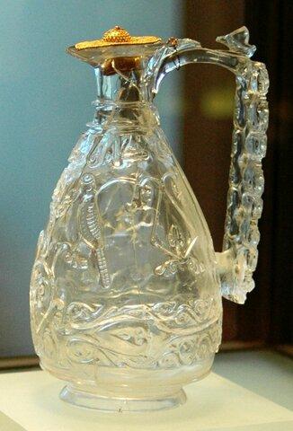 Jarra de cristal de roca. (Museo del Louvre).