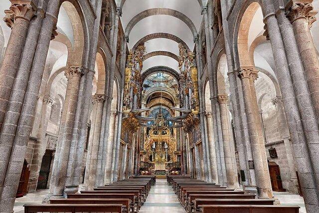 Interior de Santiago de Comopostela