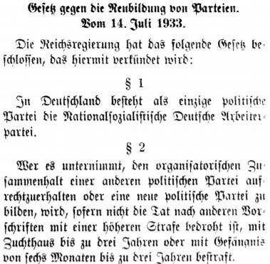 """Mit dem """"Gesetz gegen die Neubildung von Parteien"""" war der Einparteienstaat mit der NSDAP als einzig zulässige Partei Tatsache. Andere Parteien wurden entweder zuvor verboten (KPD und SPD) oder kamen dem zu erwartendem Verbot mit einer Auflösung zuvor."""