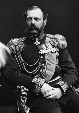 Alejandro II es coronado el 13 de Enero y anuncia que continuara con las reformas de su padre al campesinado actuando como un monarca constitucional y no absolutista.