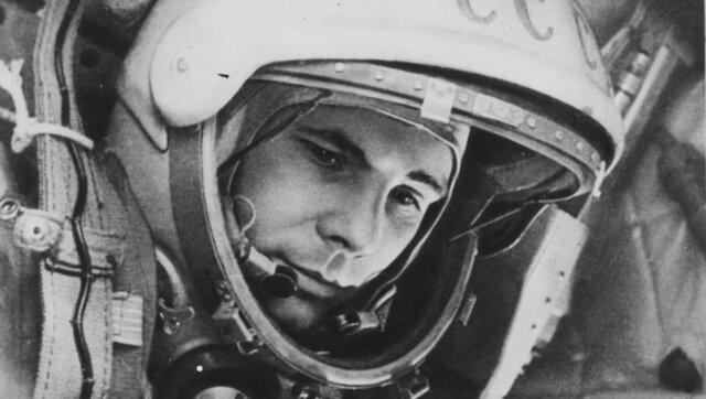 El primer cosmonauta ruso llega a la luna.