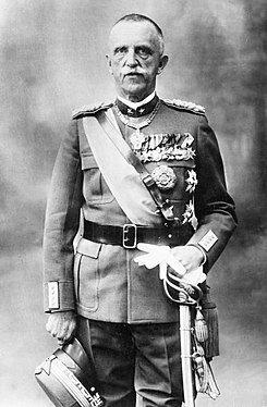 Viktor Emanuel III.ak gobernua osatzea Mussoliniri eskaini