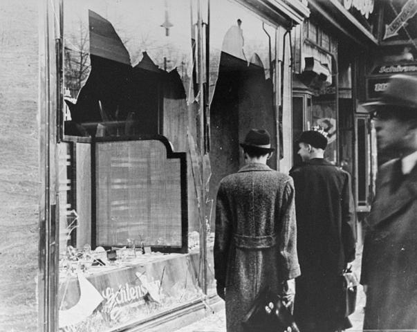 Kristallnacht - La nit dels vidres trencats