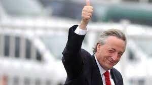 Asume Nestor Kirchner