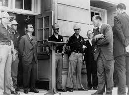 George Wallace blocking entry to university of Alabama