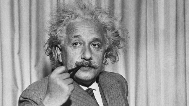 Einstein anuncia la teoria de la relatividad