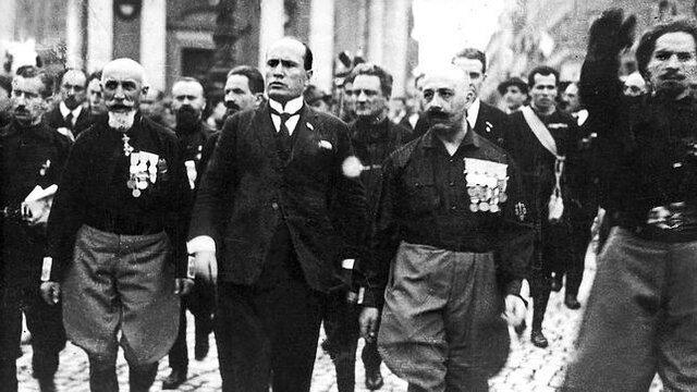 Marcha fascista de los camisas negras