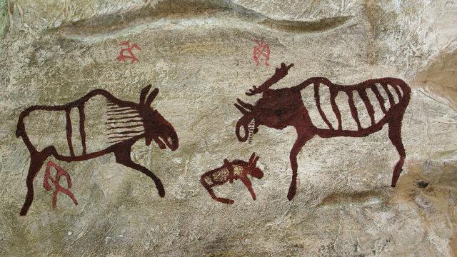 Наскальные письмена древнего человека.