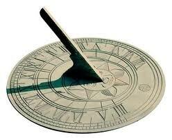 se describe el uso de un reloj de sol.