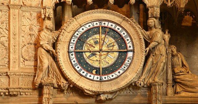 se construyen relojes grandes en la ciudades