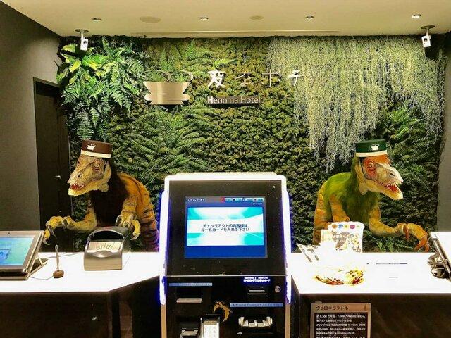 """Curiosidad: El hotel japonés que contrato cientos de robots """"despide"""" a más de la mitad y da su trabajo a humanos."""