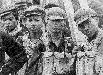 Ingreso al Partido Comunista de Camboya (1946).