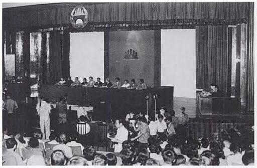 Pol Pot ante el Tribunal de la Guerrilla (1997).