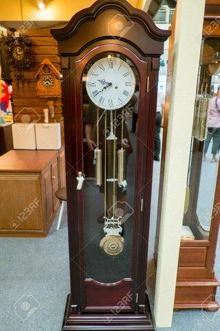 se construye el primer reloj de péndulo