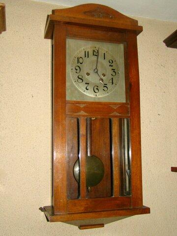 15. Reloj de péndulo.