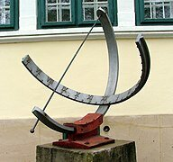 18. Reloj solar ecuatorial.
