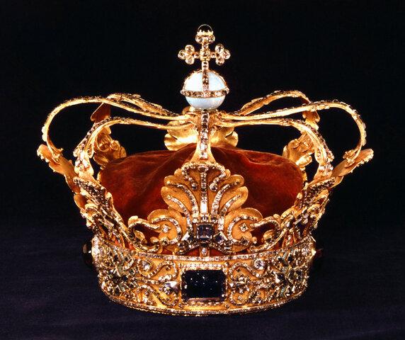 David becomes king.