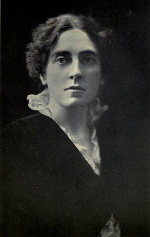 Primera Mujer en la función de inspectora de higiene y seguridad.